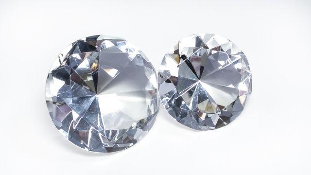 ダイヤモンドの失敗しない選び方!カラーかカラットかで悩んだら